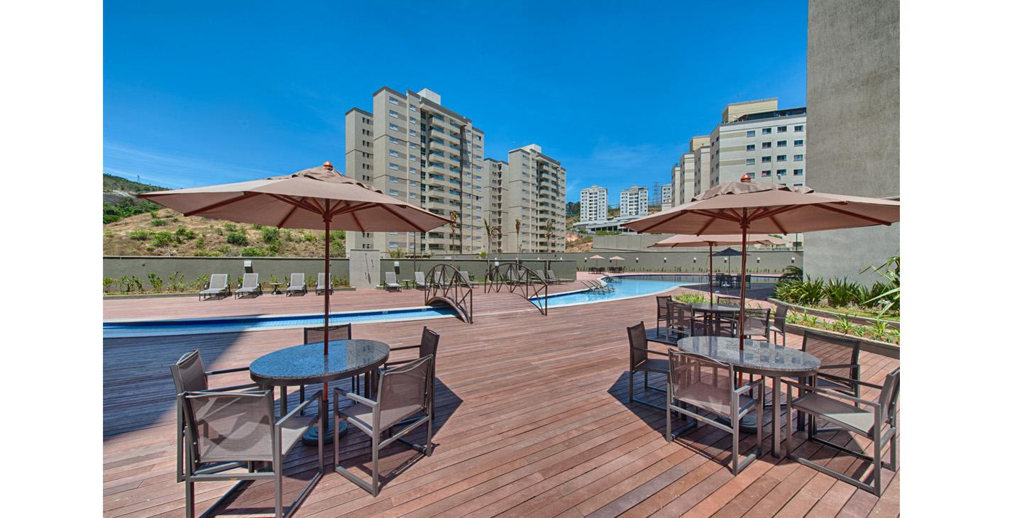 Piscinas de recreação e deck
